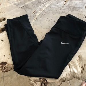 Nike dri fit 3/4 workout pant. Great condition!